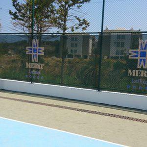 tenis kort rüzgarlık